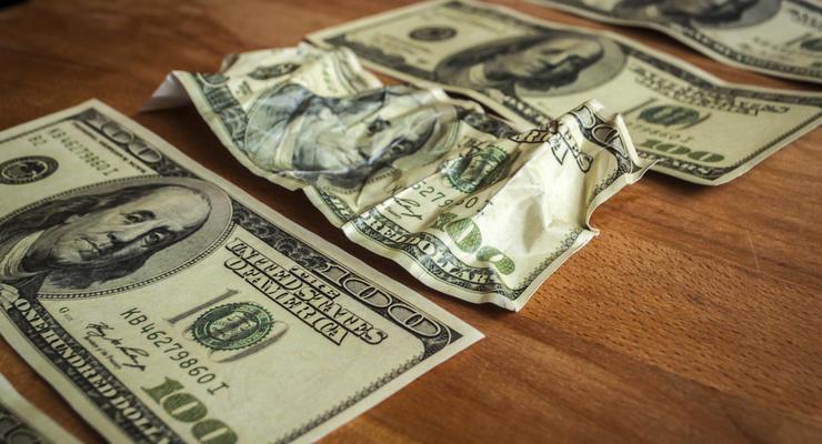 НБУ приказал банкам не отказываться принимать изношенные доллары и евро