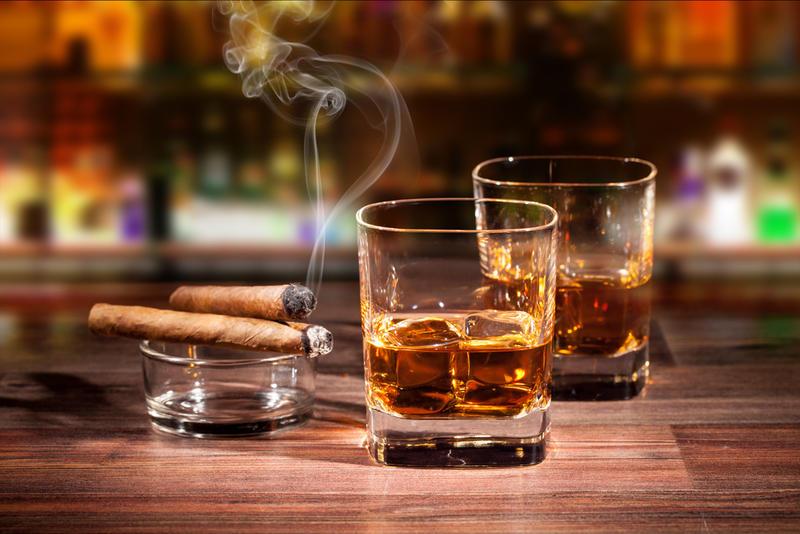 Виски и сигары / depositphotos.com
