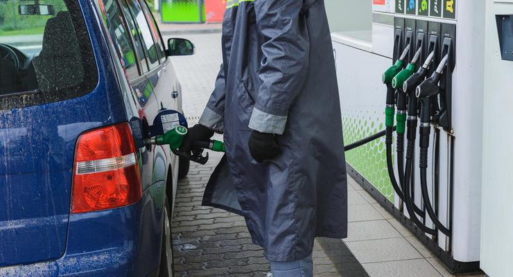 """""""Приватовские"""" АЗС подняли цены на бензин и дизтопливо на гривну"""