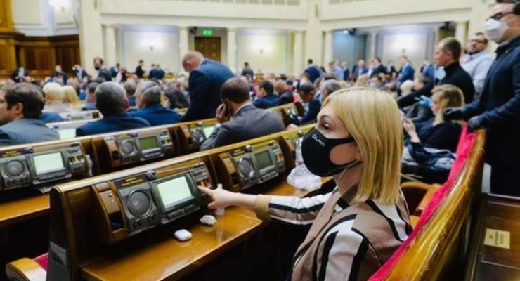 Рада дала зеленый свет реструктуризации валютных кредитов в Украине