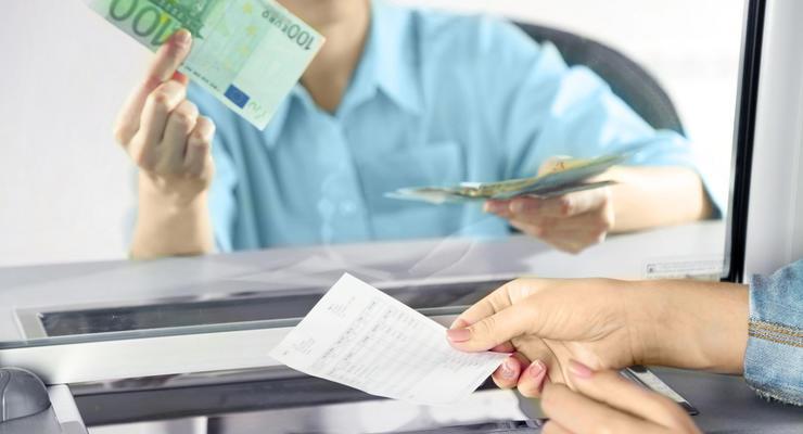 Курс валют на 22.04.2021: Доллар растет, евро падает