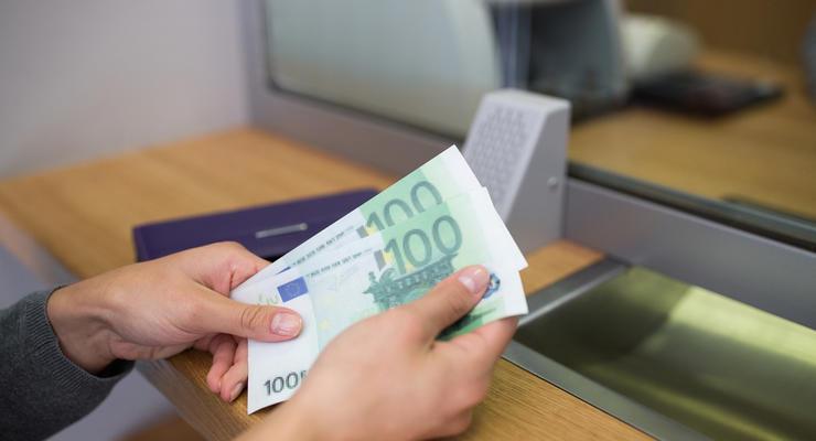Курс валют на 23.04.2021: Гривна вновь упала по всем позициям