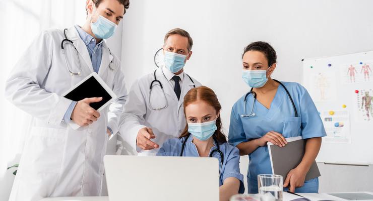 Лечение или вакцинация: Эксперт подсчитал траты правительства на COVID-19