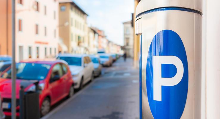 В Киеве утверждены новые парковочные зоны: сколько заплатим