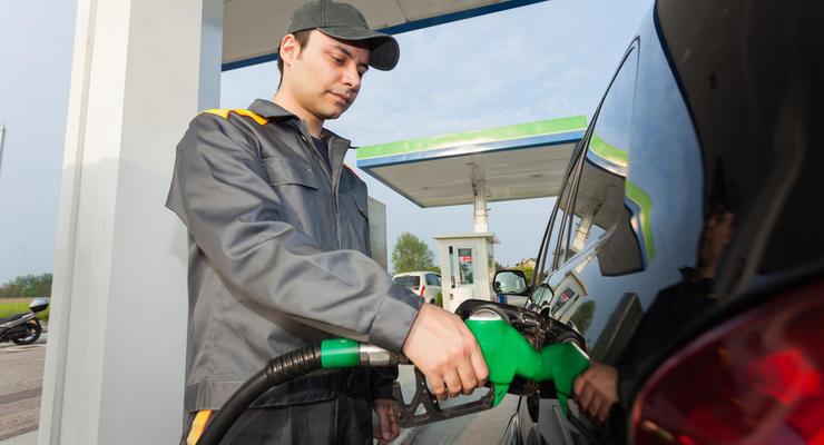 Бензин в Украине дешевеет после публикации новых максимальных цен