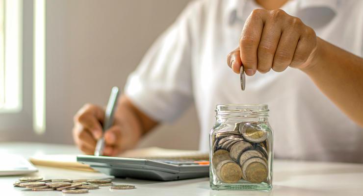 Средняя зарплата в Украине за год выросла