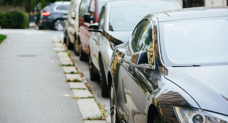 Киевлянам придется заплатить за парковку возле дома: подробности