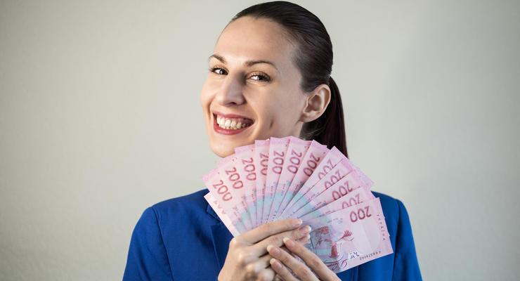 Налоговая проверит зарплаты украинцев: кому грозит штраф