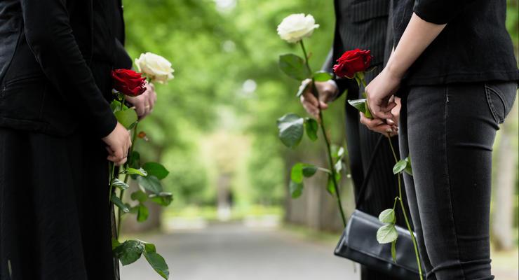 Как получить помощь на похороны в Украине – детали