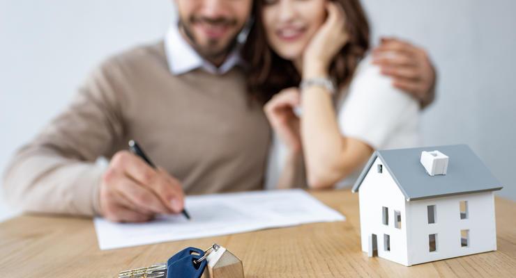 Недвижимость в Украине разрешили продавать вместе с землей