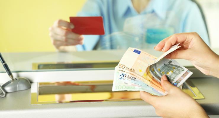 Курс валют на 4.10.2021: доллар замер