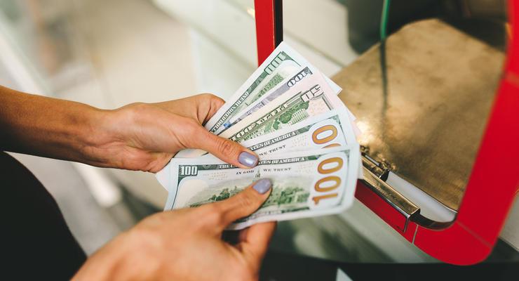 Курс валют на 6.10.2021: доллар продолжает дешеветь