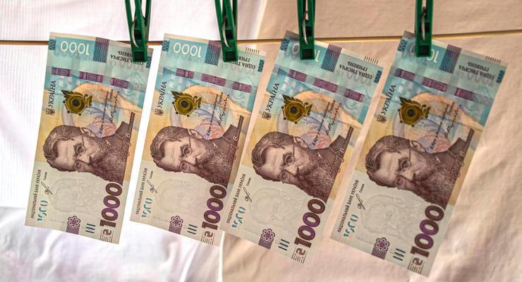 Сколько украинцев получают зарплату больше 25 тысяч: ответ