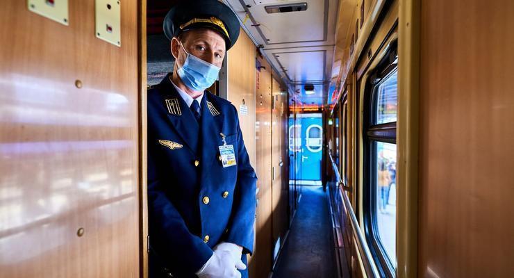 """""""Укрзализныця"""" назначила 15 дополнительных поездов на праздничные дни"""